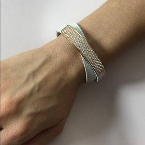 White bracelet with rose gold